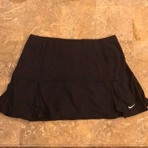 Nike black women's tennis skirt